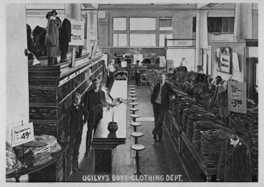 Département vêtement pour garçons chez Ogilvy