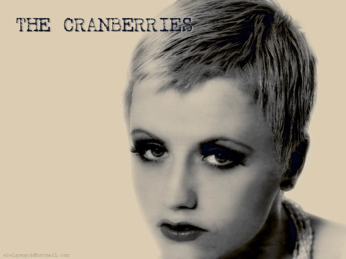 Dolores O'Riordan TOP PHOTO
